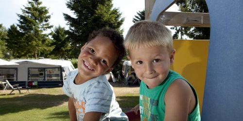 Kinderen kunnen heerlijk spelen op de autovrije kampeervelden op de Kienehoef