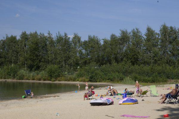 Schitterende recreatiemeer met zandstand, camping de Kienehoef. Brabant Sint-Oedenrode